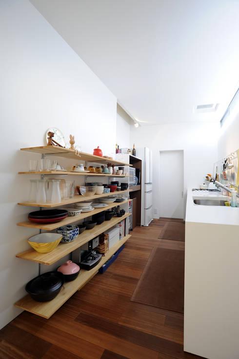 Кухни в . Автор – オオハタミツオ建築設計事務所