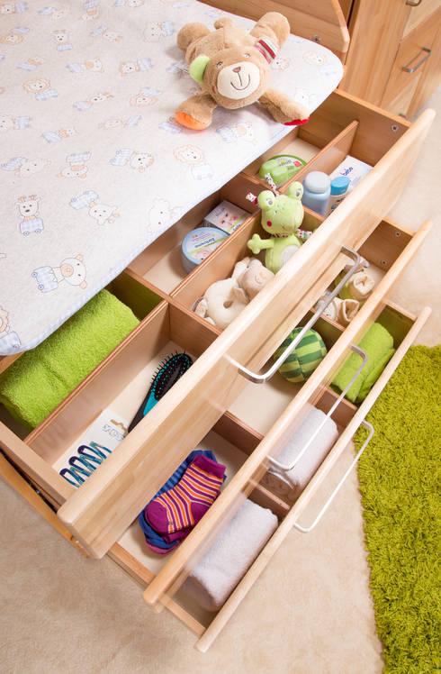 Wickelkommode mit extra viel Stauraum: landhausstil Kinderzimmer von taube Kinder- und Jugendmöbel