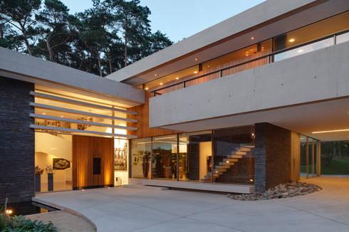 Entree: moderne Huizen door HILBERINKBOSCH architecten