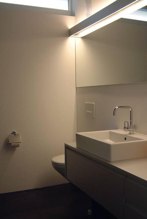 EFH Spescha Zizers:  Badezimmer von hogg architektur
