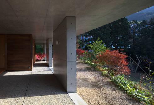 ピロティー: TOSHIAKI TANAKA&ASSOCIATES/田中俊彰設計室が手掛けた廊下 & 玄関です。