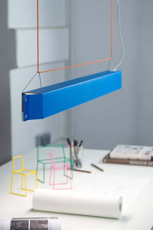 NUMEROUNO LED blau:  Arbeitszimmer von homify