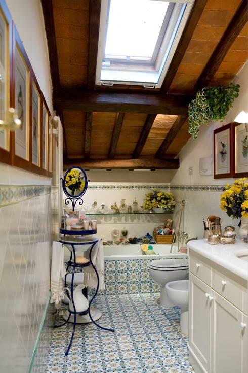 Baños de estilo clásico por archbcstudio