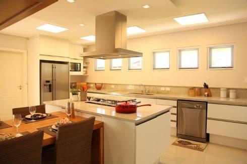 Cozinha: Cozinhas modernas por Ornella Lenci Arquitetura