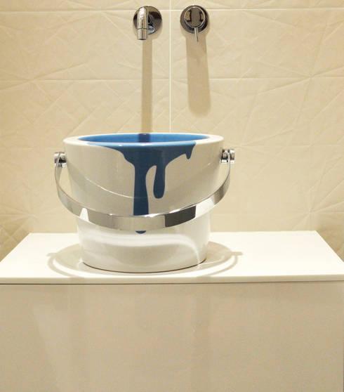 APPARTEMENT PARIS XVI: Salle de bains de style  par Barbara Sterkers , architecte d'intérieur