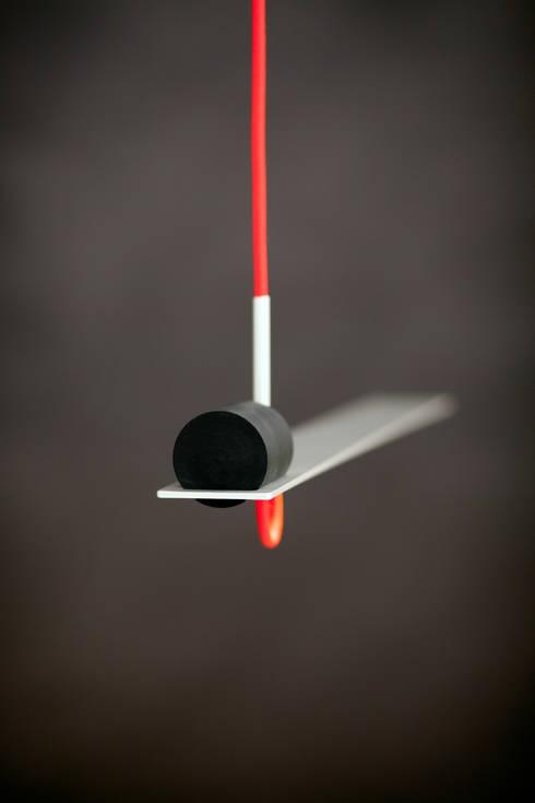 Balance lamp:  Studeerkamer/kantoor door Geluk Design