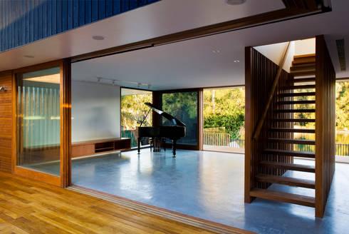 Project #2: modern Living room by CHROFI