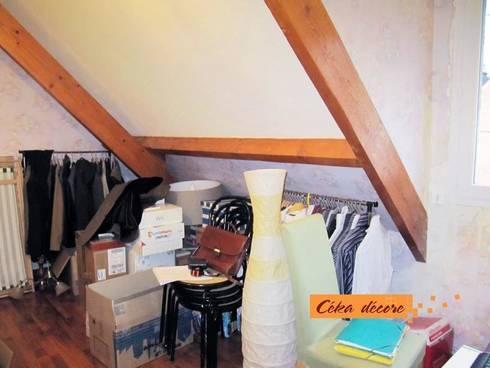 Dressing et bureau en sous-pente: Bureau de style  par Céka décore