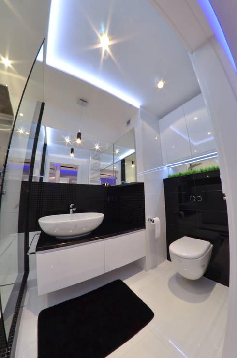 Banheiros modernos por Pracownia Projektowa Studio86