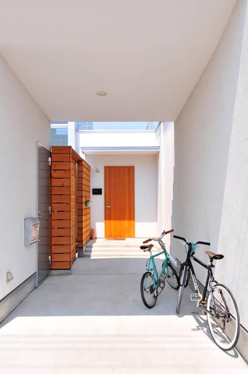 Casas de estilo moderno por 島田博一建築設計室