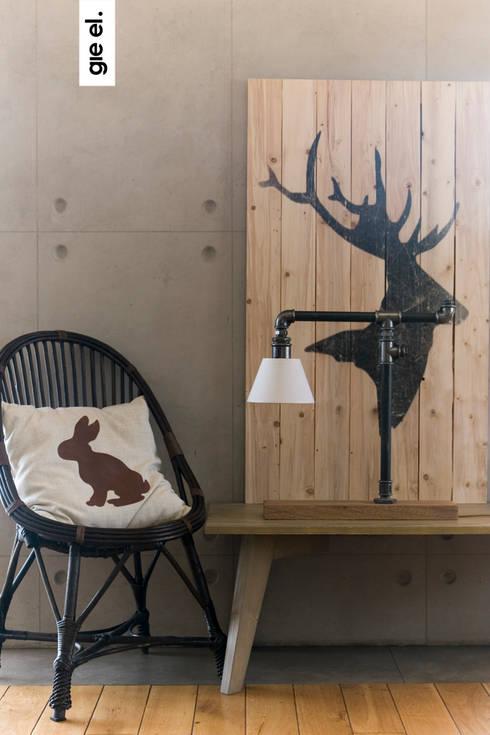 Industrial lamp: styl , w kategorii Salon zaprojektowany przez Gie El Home