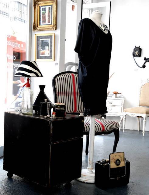 WABI SABI Shop&Gallery: Oficinas y Tiendas de estilo  de Wabi Sabi Shop Gallery