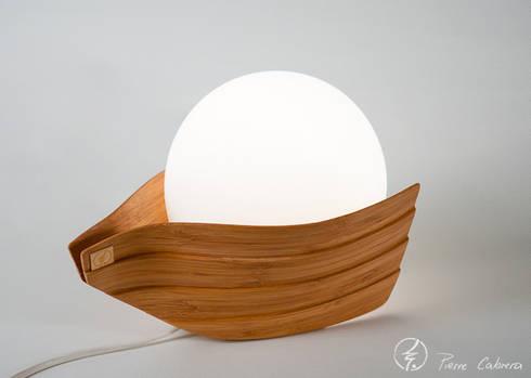 Lampe Amélie: Chambre de style de style eclectique par PIERRE CABRERA