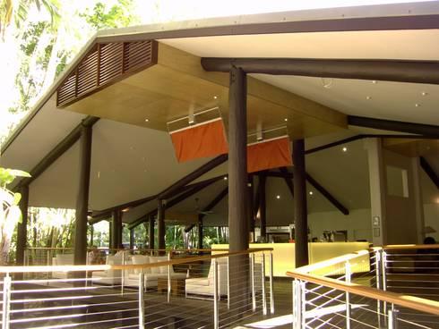 The Solitaire Punkah  Breezer L: ausgefallener Balkon, Veranda & Terrasse von Oliver Kessler Design GmbH