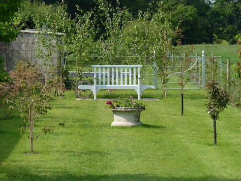 New Arboretum in Berkshire: rustic Garden by Cornus Garden Design