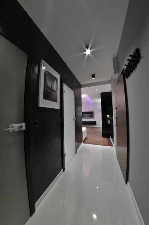 Mieszkanie Gdańsk - 38m2 - 2015: styl , w kategorii Korytarz, przedpokój zaprojektowany przez Pracownia Projektowa Studio86