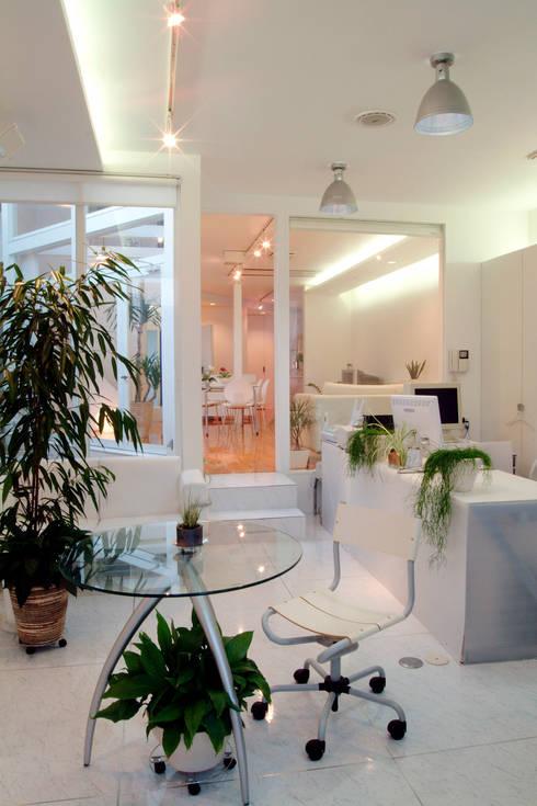 広島 M邸: ヴィジュアルスペールデザインが手掛けた書斎です。
