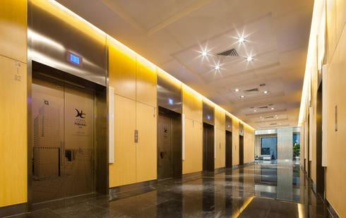 Tomorrow Plaza:  de estilo  de Ricardo Bofill Taller de Arquitectura