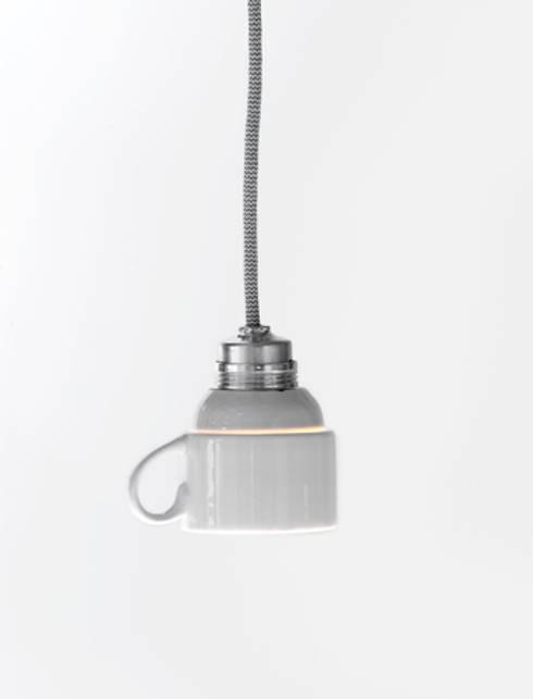 Cup Light: eclectische Woonkamer door LUCAS & LUCAS