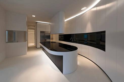East West Villa: moderne Keuken door 123DV Moderne Villa's