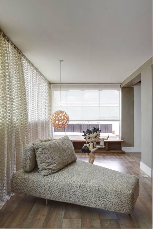 Apartamento Campo Belo - 374m2: Arte  por Viviane Dinamarco Design de Interiores