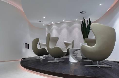 Privium ClubLounge:  Vliegvelden door M+R interior architecture
