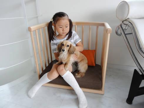 サークルソファ     Circle sofa: YUMIKA Designが手掛けたリビングルームです。