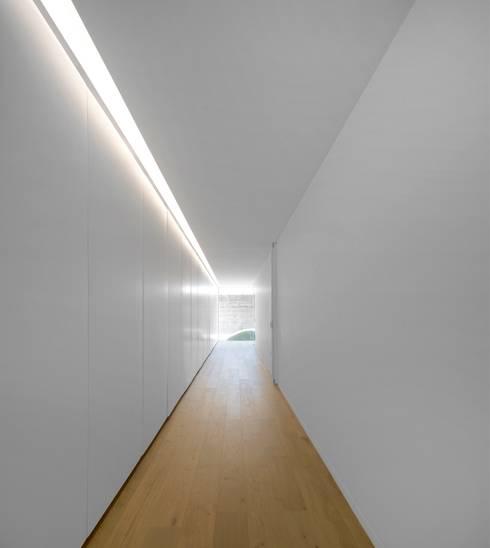 Couloir et hall d'entrée de style  par spaceworkers®