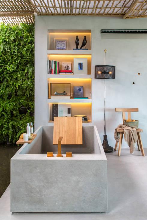 Loft Tropical - Casa Cor 2014: Banheiros modernos por Gisele Taranto Arquitetura