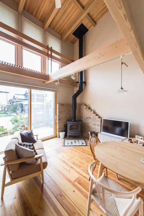 田村の家: Sola sekkei koubouが手掛けた廊下 & 玄関です。