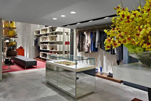 Loja Lourdes:   por Gislene Lopes Arquitetura e Design de Interiores