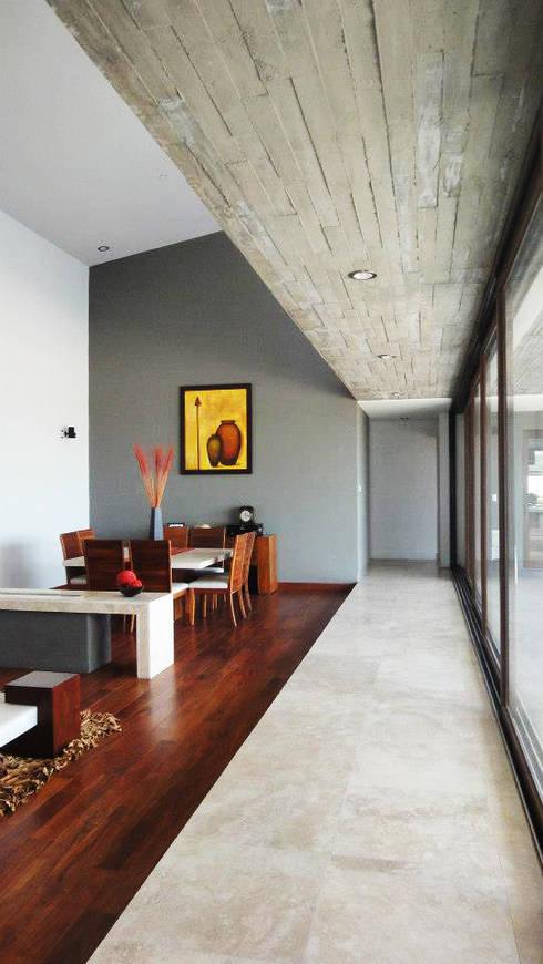 Casa LC: Salas de estilo moderno por ze|arquitectura