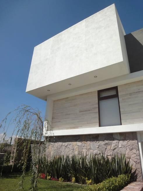 Casa LC: Casas de estilo moderno por ze|arquitectura