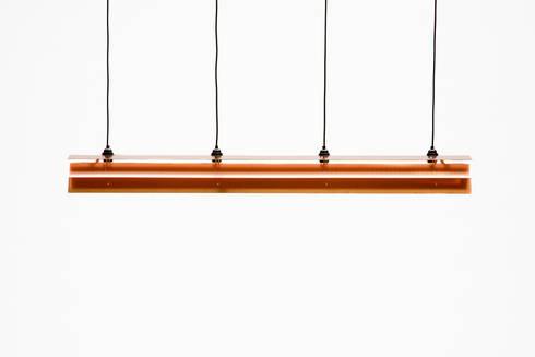 Koperen Lamp: minimalistische Eetkamer door Tiddo de Ruiter