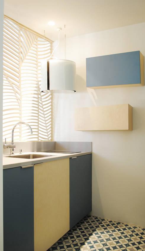 Cucina in stile in stile Moderno di Atelier UOA