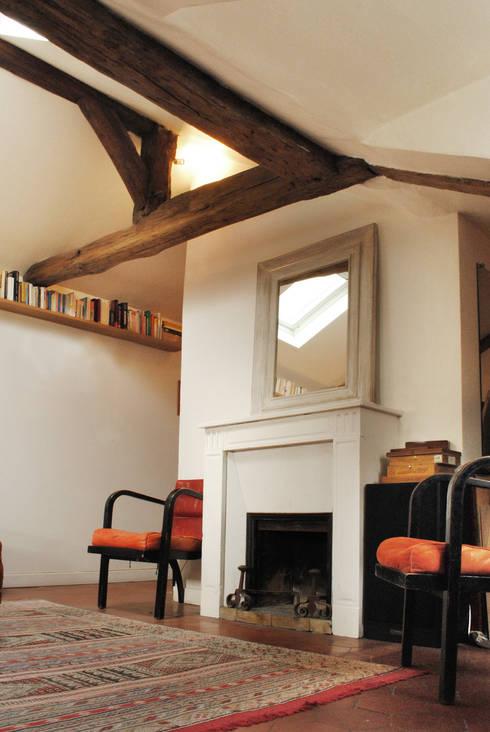 Wohnzimmer von Atelier UOA