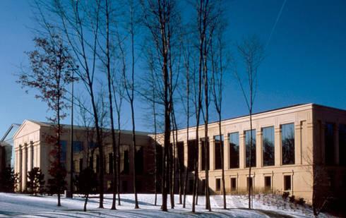 Swift Headquarters:  de estilo  de Ricardo Bofill Taller de Arquitectura