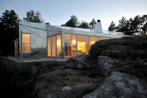 Aluminum Cabin: eclectic Houses by Jarmund/Vigsnæs AS Arkitekter MNAL