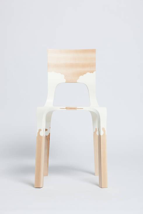 The PlasticNature chair: moderne Eetkamer door PeLiDesign