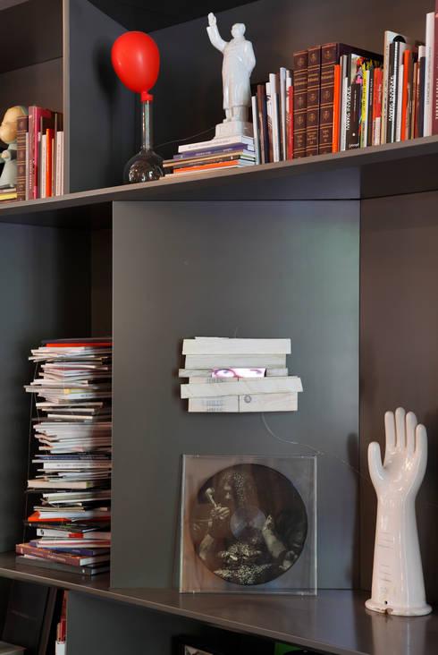 Lounge do Hotel Casa Cor Rio 2012: Salas de estar clássicas por Gisele Taranto Arquitetura
