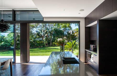 Godden Cres: modern Kitchen by Dorrington Atcheson Architects