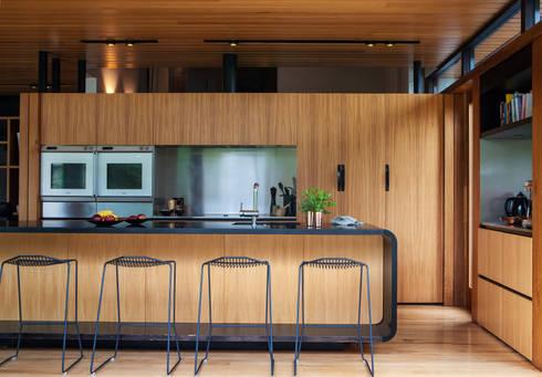 Marine Parade: modern Kitchen by Dorrington Atcheson Architects