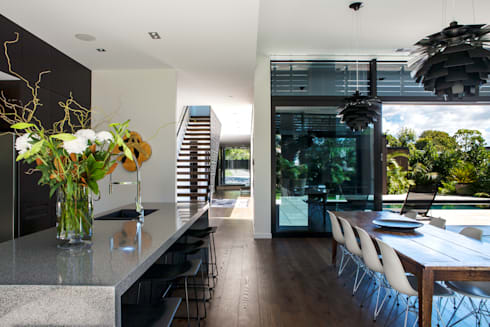 Godden Cres: modern Living room by Dorrington Atcheson Architects