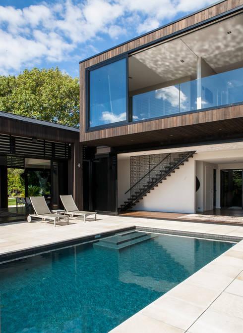 Godden Cres: modern Houses by Dorrington Atcheson Architects