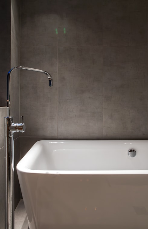 Marine Parade: modern Bathroom by Dorrington Atcheson Architects