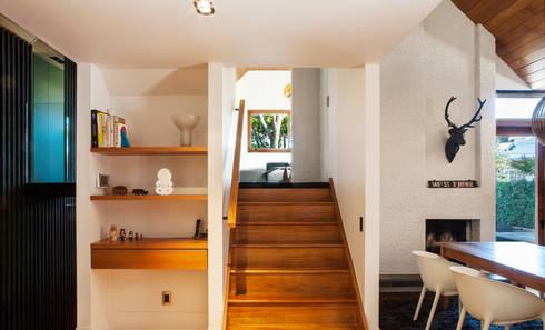 Marine Parade: modern Corridor, hallway & stairs by Dorrington Atcheson Architects