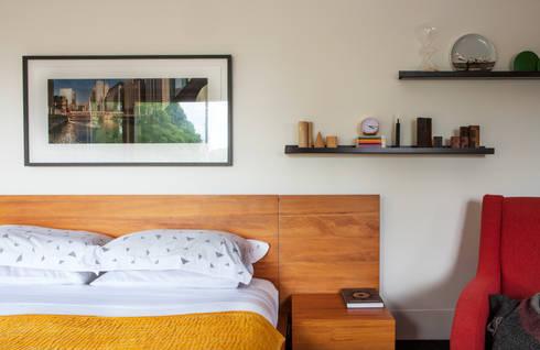 Marine Parade: modern Bedroom by Dorrington Atcheson Architects