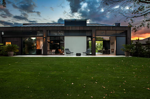 Godden Cres: modern Houses by Dorrington Atcheson Architects