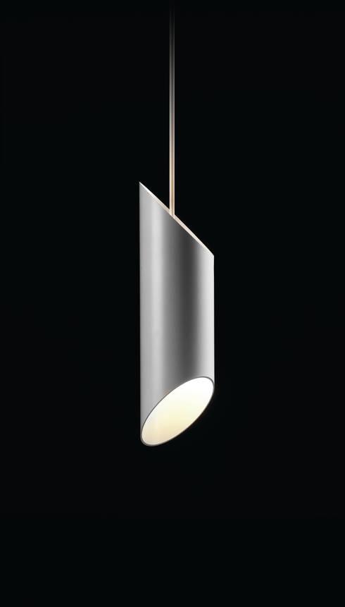 Final Cut hanglamp: minimalistische Woonkamer door Peter van de Water