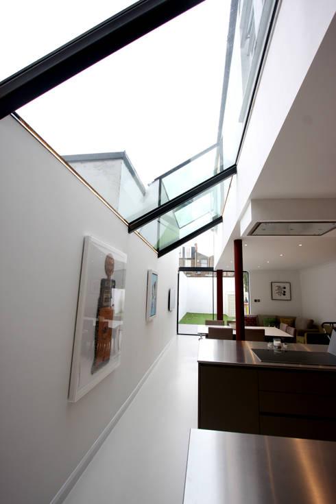 Living room by IQ Glass UK